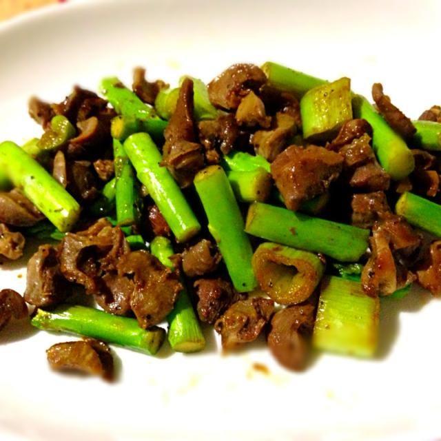 先日の焼鳥で残った砂肝と野菜の破片をザッと炒めました☺ - 18件のもぐもぐ - 砂肝ガーリック炒め by tabajun