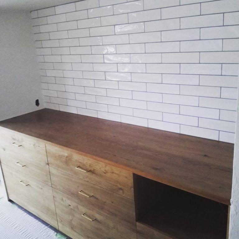 キッチン背面と洗面所のタイルは ニューヨーカーとイリーデにしました タイル キッチン キッチン 収納 造作