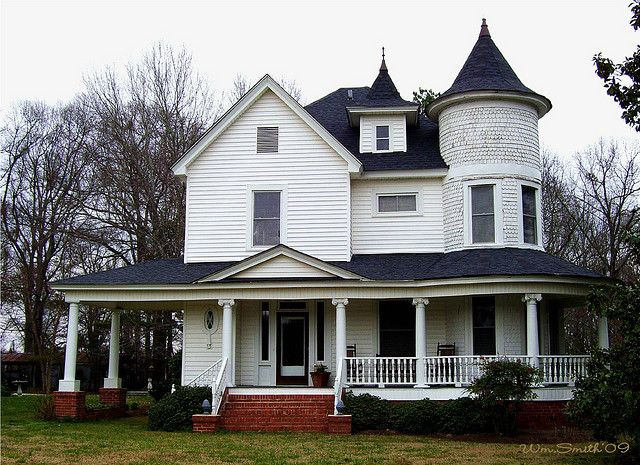 Victorian Style House By Bill S Eye View Via Flickr New Paint Job And Bigger Windows Then This Modern Victorian Homes Victorian Homes Victorian Style Homes