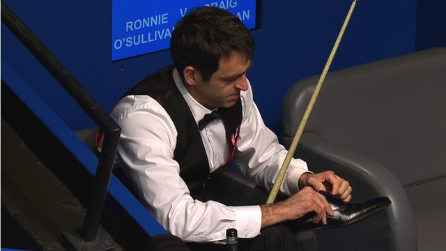 O'Sullivan plays with no shoes Snooker world