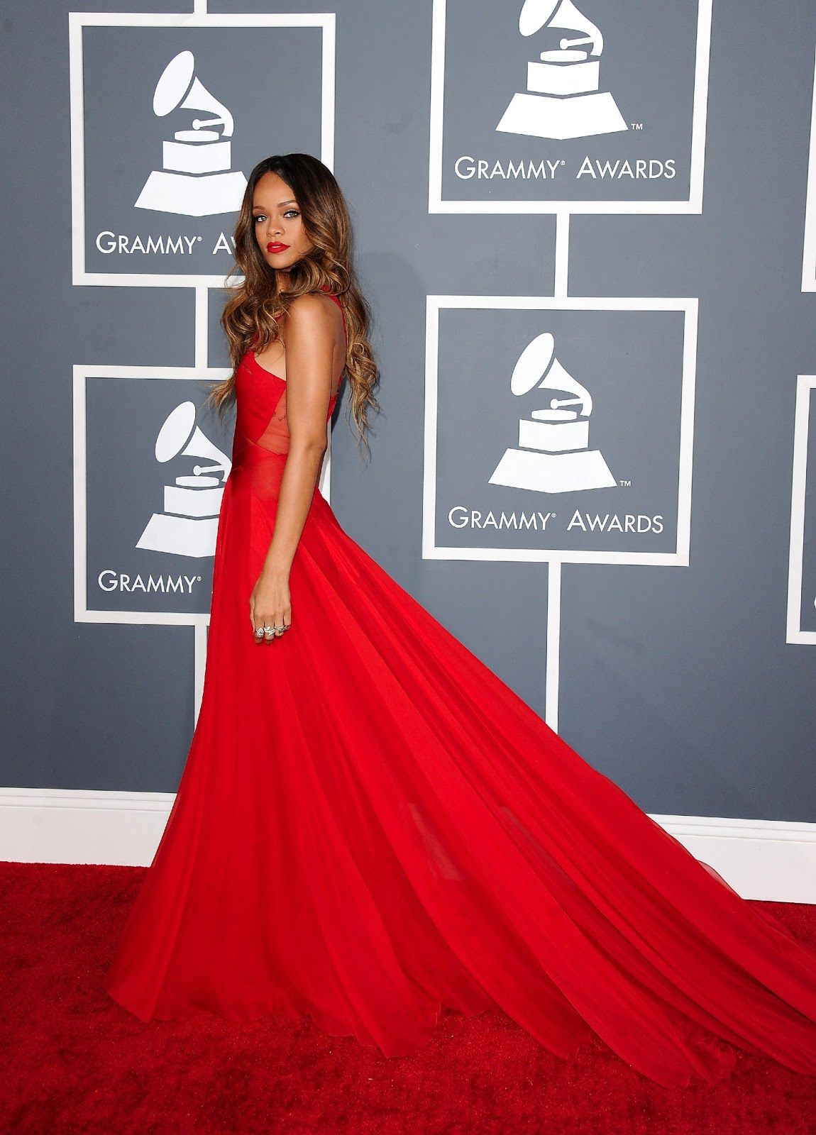 Rihanna, red dress Grammy | Evening Gowns. | Pinterest | Rihanna red ...