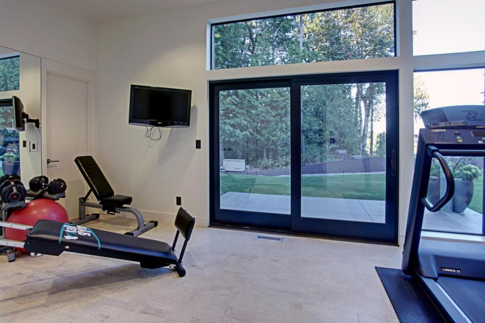 Gym Room Ideas In Modern House With Sliding Door Exclusive Private - design ideen tipps fitnessstudio hause
