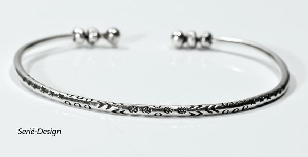Sølvarmbånd Cuff med kugler - Serié-Design