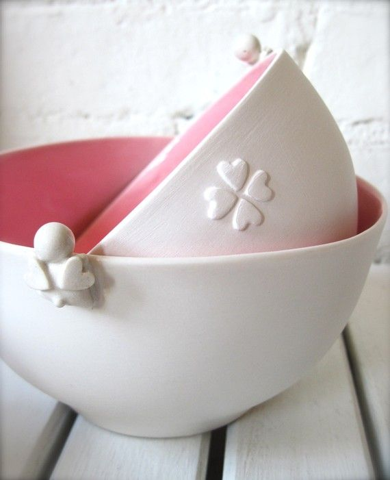Pink and white bowls