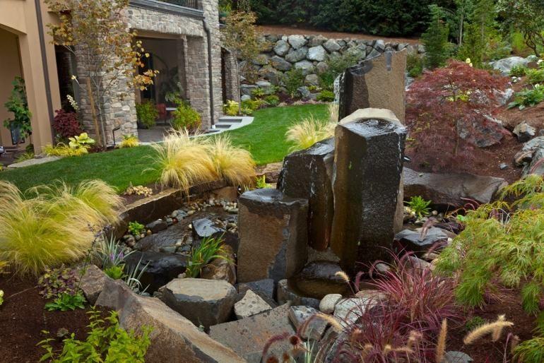 Steingarten-anlegen-Wohlfuehlgarten-Wasserspiele-Gartenbrunnen-schoen