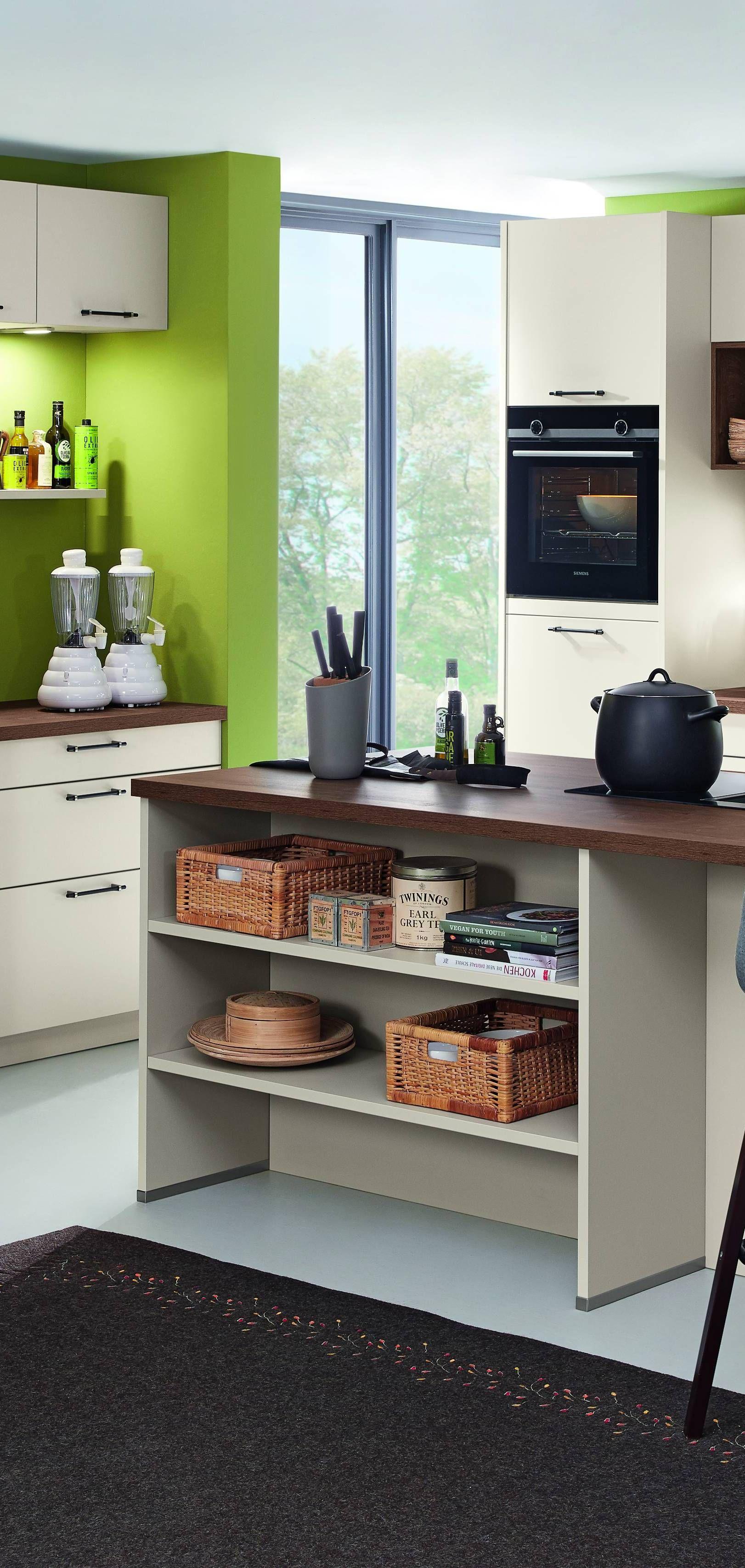 Schlichte Bauformat Kuche In Den Farben Sandbeige Seitenmatt Lackiert Mit Dunkler Holzarbeitsplatte Wohnkuche Kuchen Mobel Haus Kuchen