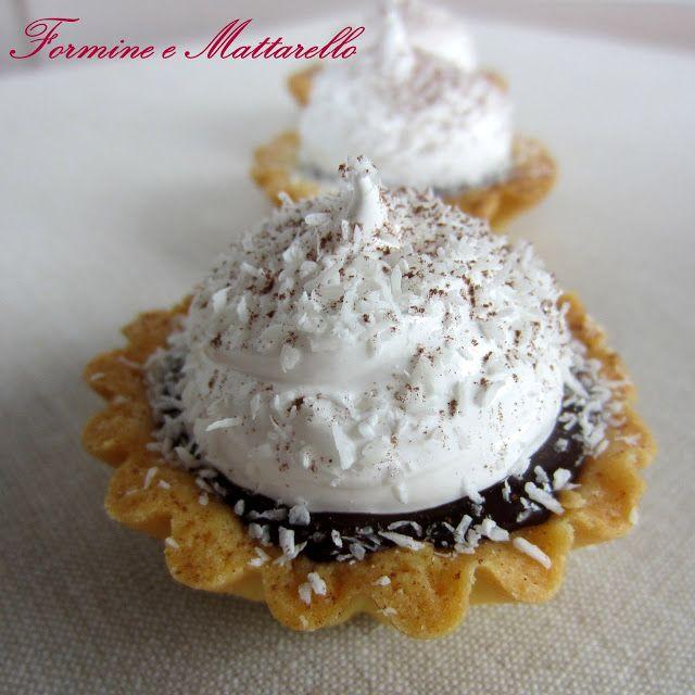 Tartellette meringate al lampone e cioccolato. da formine e mattarello.it