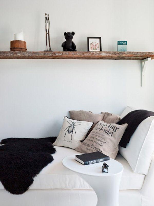 Mensola in legno, divano e comodino dal design moderno per creare l'angolo relax. #rifarecasa #maistatocosifacile grazie a #designbox & #designcard #idfsrl *