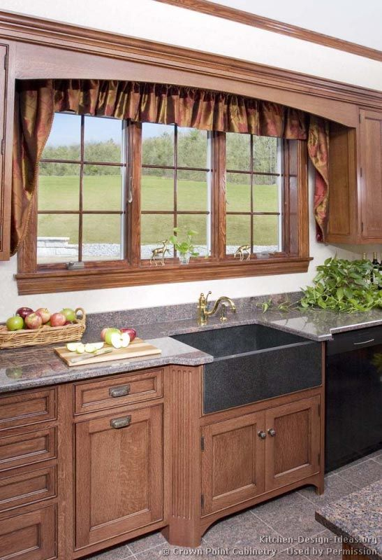 Country Kitchen Design© Crown Point Cabinetry (crown-point.com ...