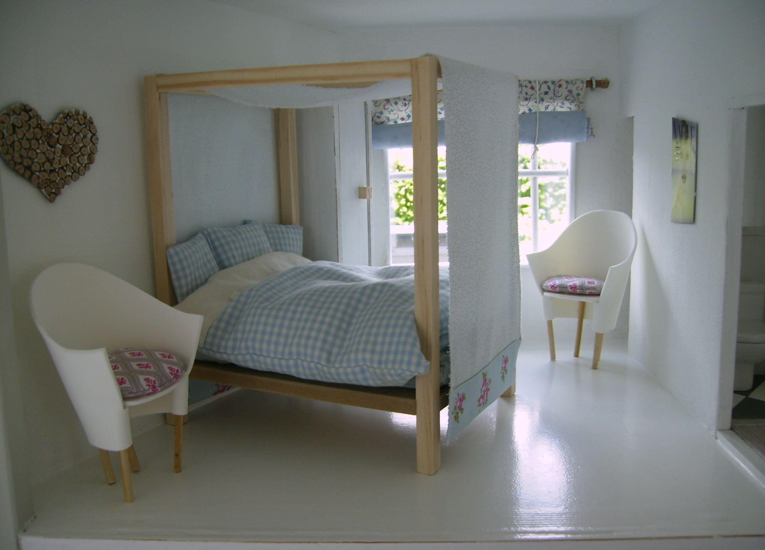 meubeltjes voor het poppenhuis, slaapkamer