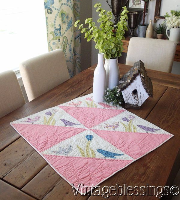 Beautiful Vintage 1930s Pink & White Applique Birds Crib or Table Quilt