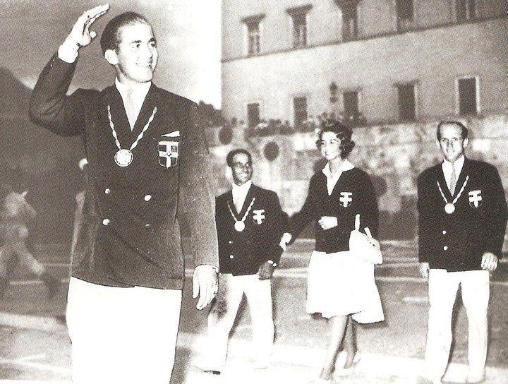 No tiene que ver con la equitación pero es el único rey con medalla de oro en una olimpiada, justifica que lo mencionemos  EL REY CONSTANTINO II , MEDALLA DE ORO EN LOS JUEGOS OLIMPICOS DE ROMA, 1960
