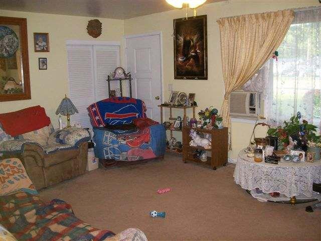 Cluttered Messy Living Room Poor Bad Home Staging Warren