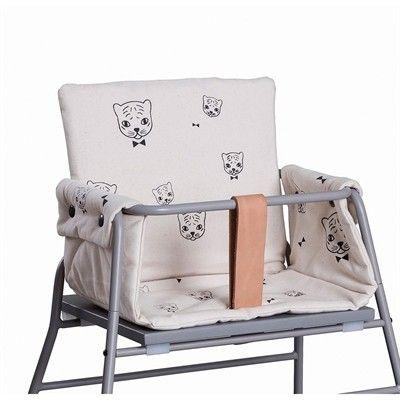 Enkelt hynde som passer til Towerchair. Hynden giver stolen et lækkert udtryk. Det er fine tiger/katte med butterfly, som er printet på denne hynde.