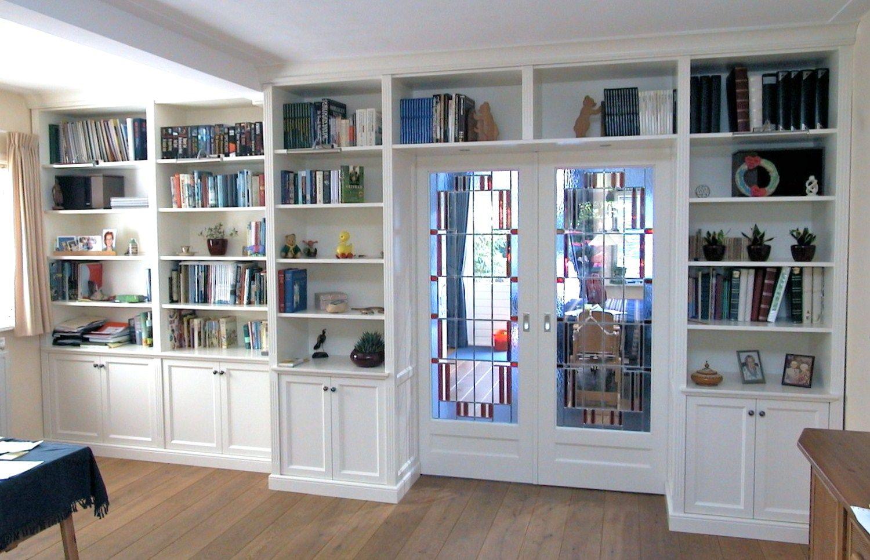Engelse Boekenkast Glas.Kamer En Suite In Engelse Stijl Met Glas In Lood En Suite