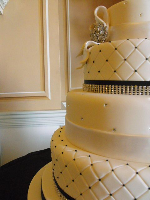 edible diamantes for wedding cakes white wedding cake with black diamante amp edible 13893