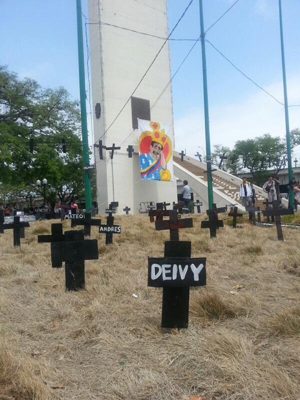 ASI LUCE EL OBELISCO DE #Barquisimeto POR LOS CAIDOS pic.twitter.com/l68aOT2VxN #ResistenciaVzla
