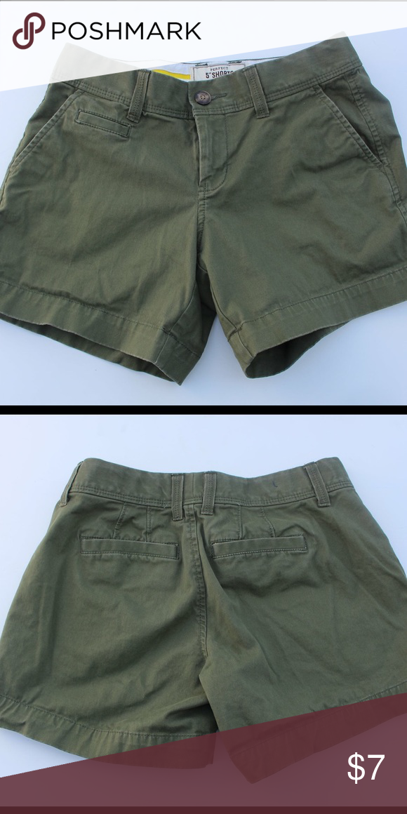 """Green 5"""" Old Navy chino shorts size 0 Excellent condition! Smoke free pet free home Old Navy Shorts"""