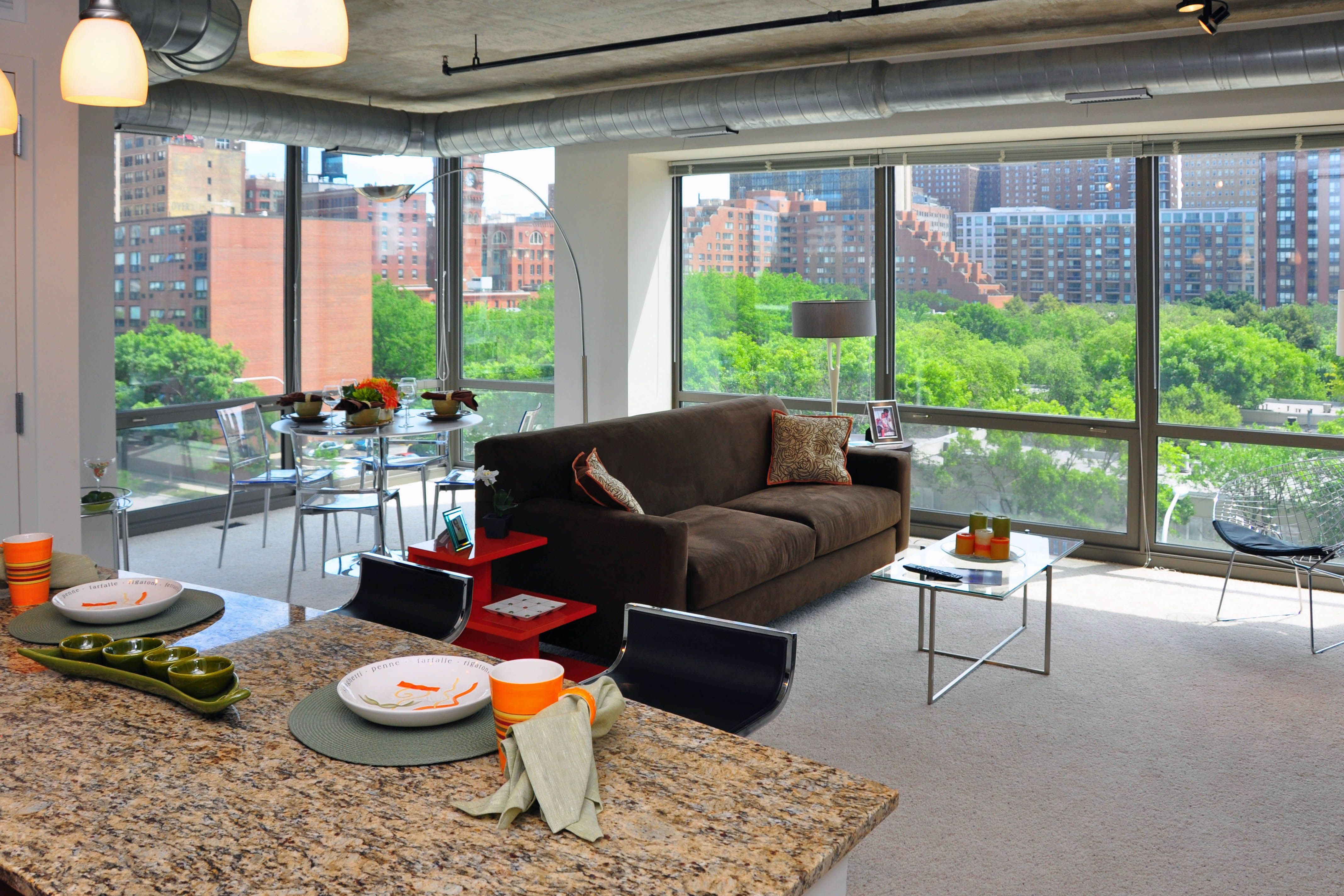 High End Apartments Now Leasing At 900 S Clark South Loop Live In Elegance At Amli Chicago Outdoor Furniture Sets Downtown Apartment Luxury Rentals
