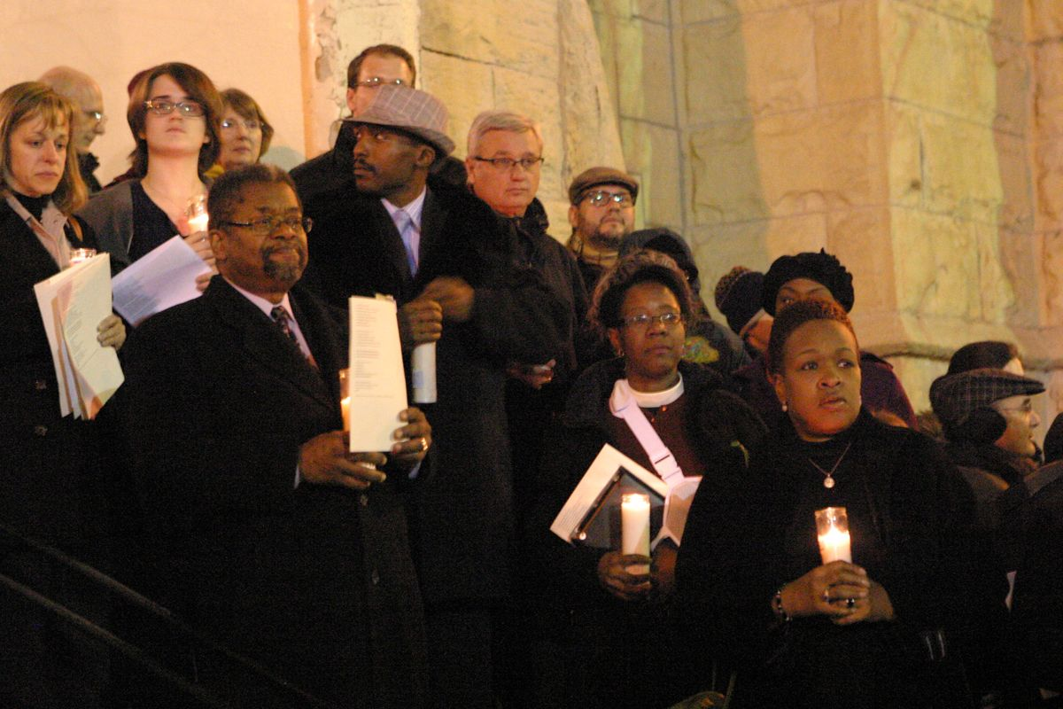 """What does collaboration look like in Chicago? Three hundred people gathered Dec.17 at First Baptist Congregational Church for """"Silent Nights,"""" an interfaith service aimed at curbing gun-related violence. Photo/Connie Wilson"""