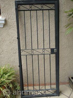 Reja de herrera para entrada principal for Puertas principales de casas