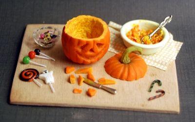 Halloween display #haunteddollhouse