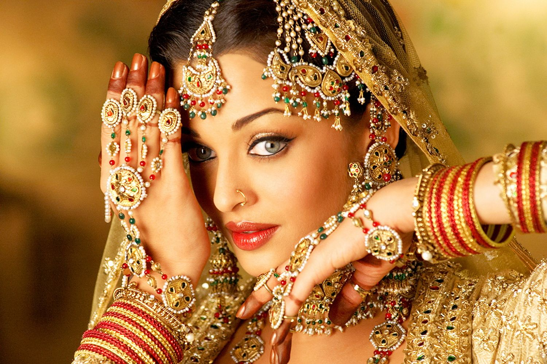 Aishwarya rai wedding dress  Kainatt güzeli   Hintlilerim yıldızlar  Pinterest