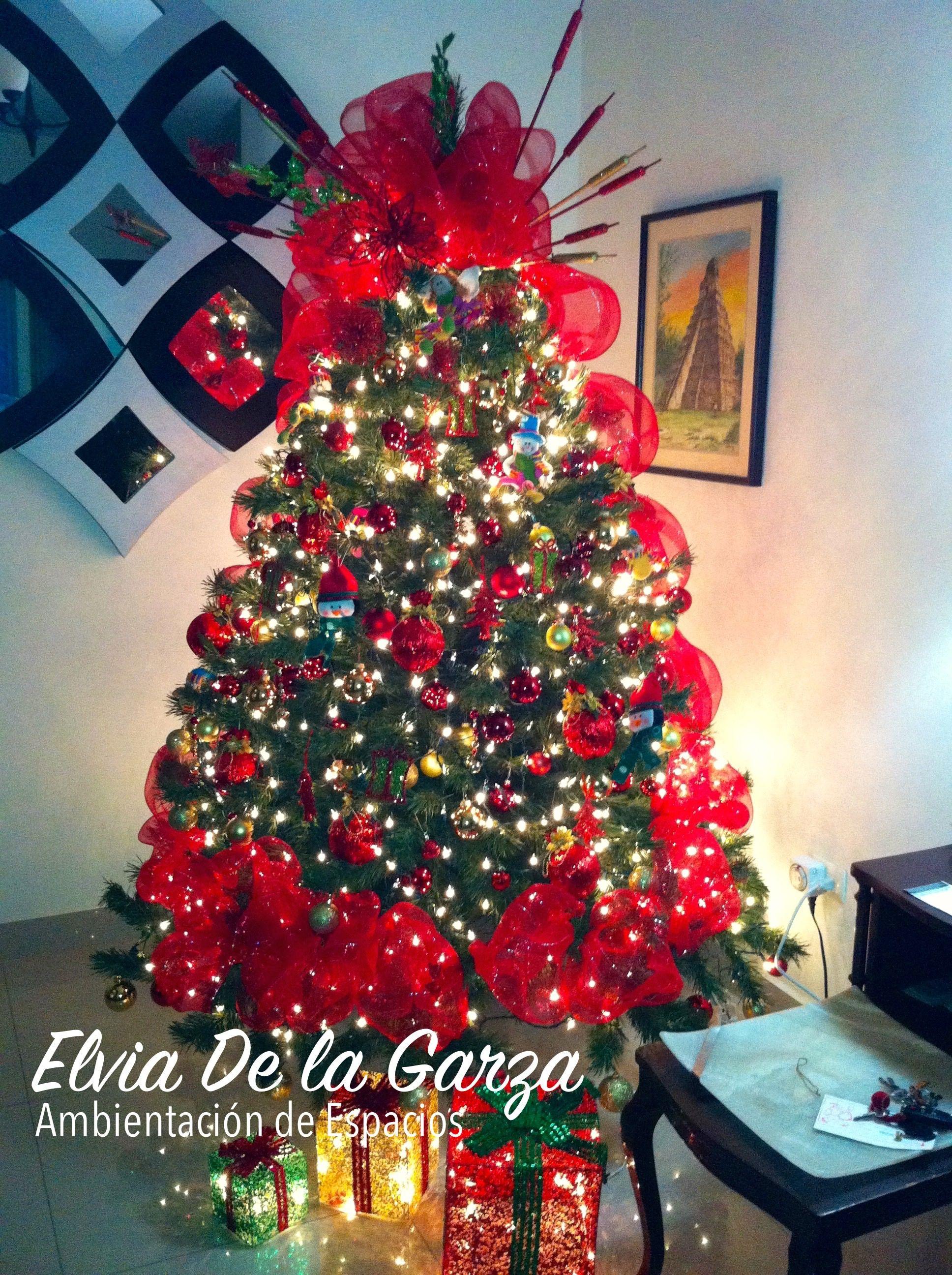 Pino de navidad rojo y dorado