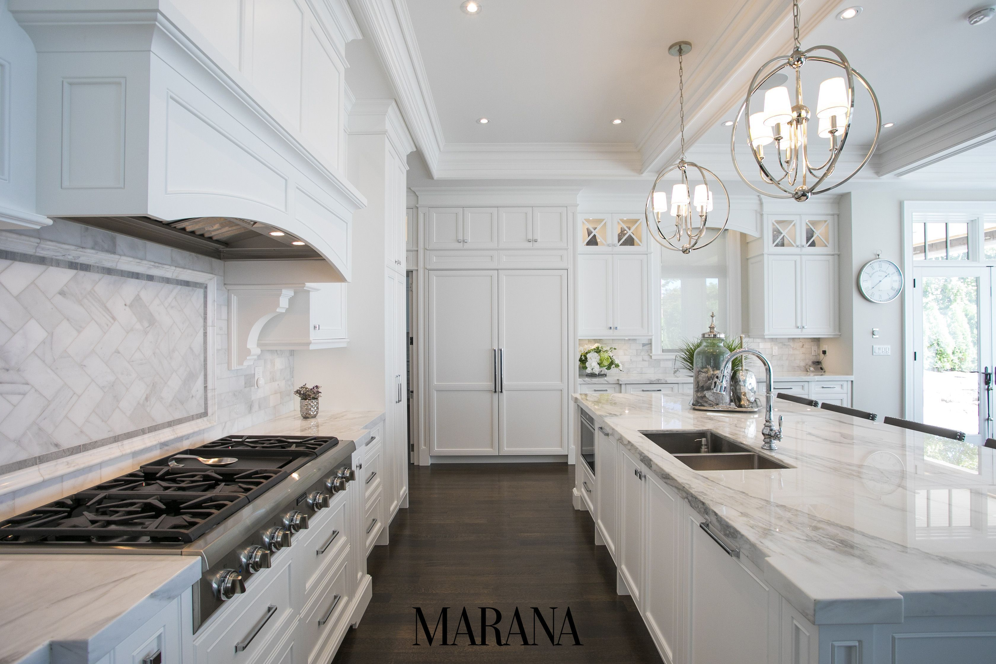 This Luxurious Kitchen Design Is Fit For A Queen Burlington Ontario Cabinetry By Marana Kitchens Luxurykitchens Kitchende Kuchen Design Kuchendesign Design