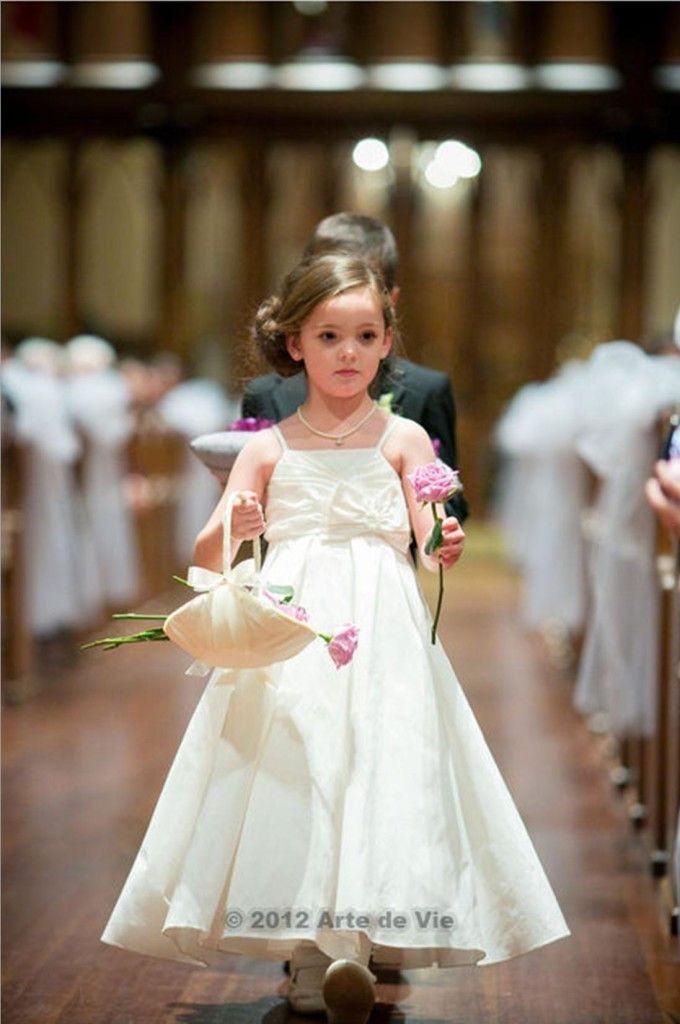 1093d81a4492 Flower girl ideas- Have your flower girl pass out flowers rather than  holding a kissing ball or throwing petals. I <3 this idea!