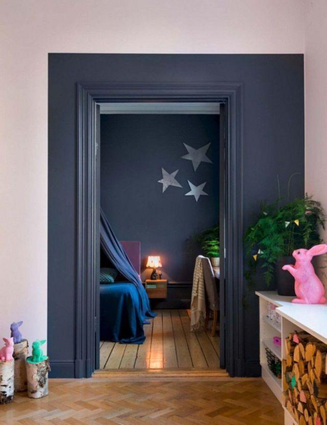 peinture peindre un cadre plus grand autour de la porte pour donner lillusion quelle st plus grande mme couleur mur du fond pour ajouter de la