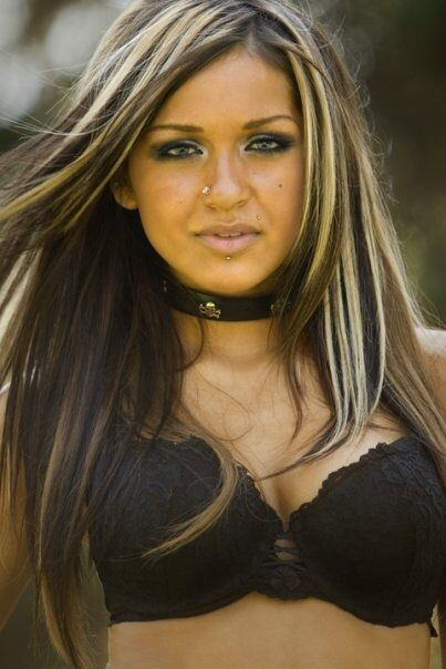 Image from http://pelohair.info/wp-content/uploads/2014/09/black-hair-blonde-highlights-picturesblack-hair-with-blonde-chunky-highlights-favorite-hair-and-makeup-i-m8js2kr2.jpg.