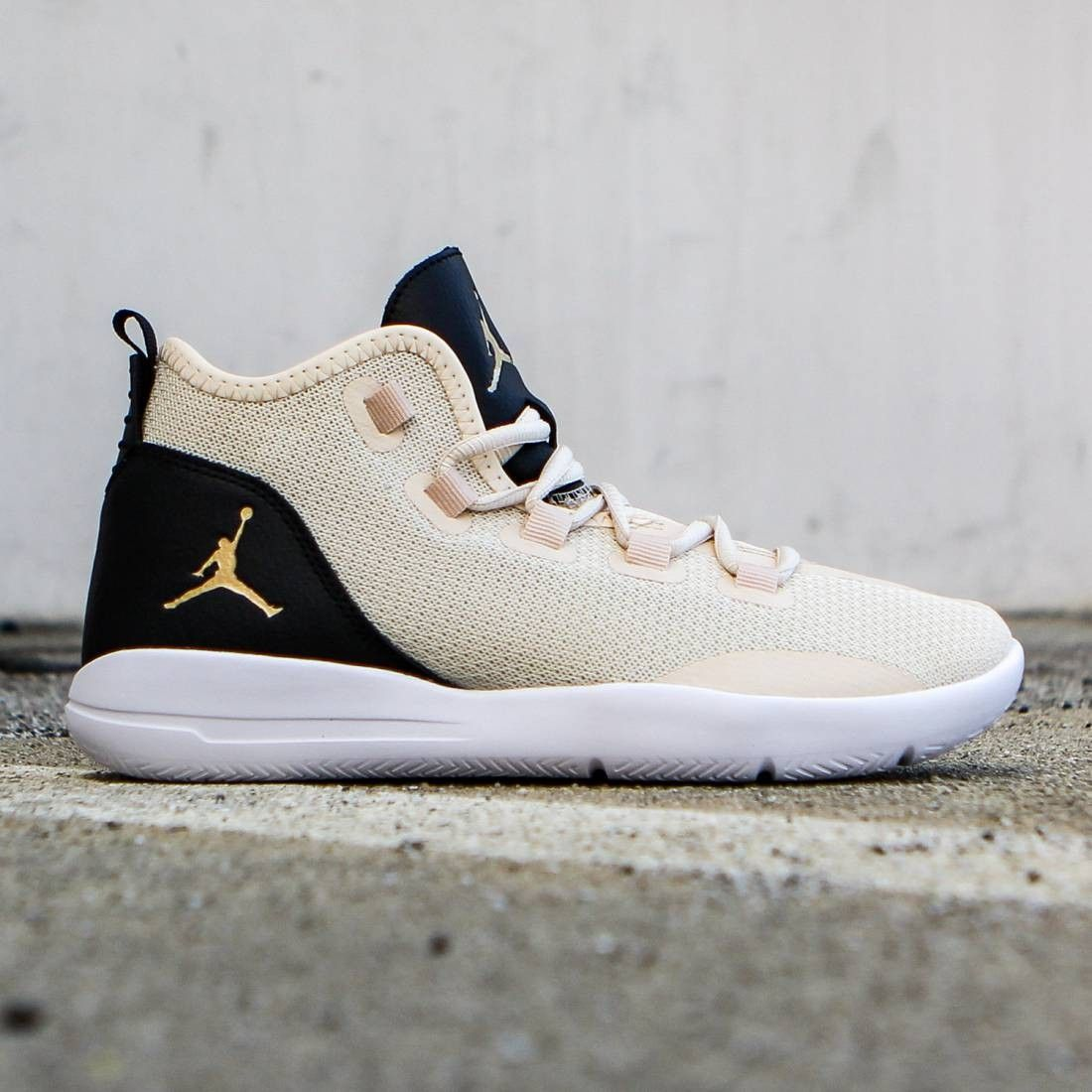 outlet store 04745 ec778 Jordan Big Kids Jordan Reveal Premium HC (GS) (pearl white   black   white    metallic gold)