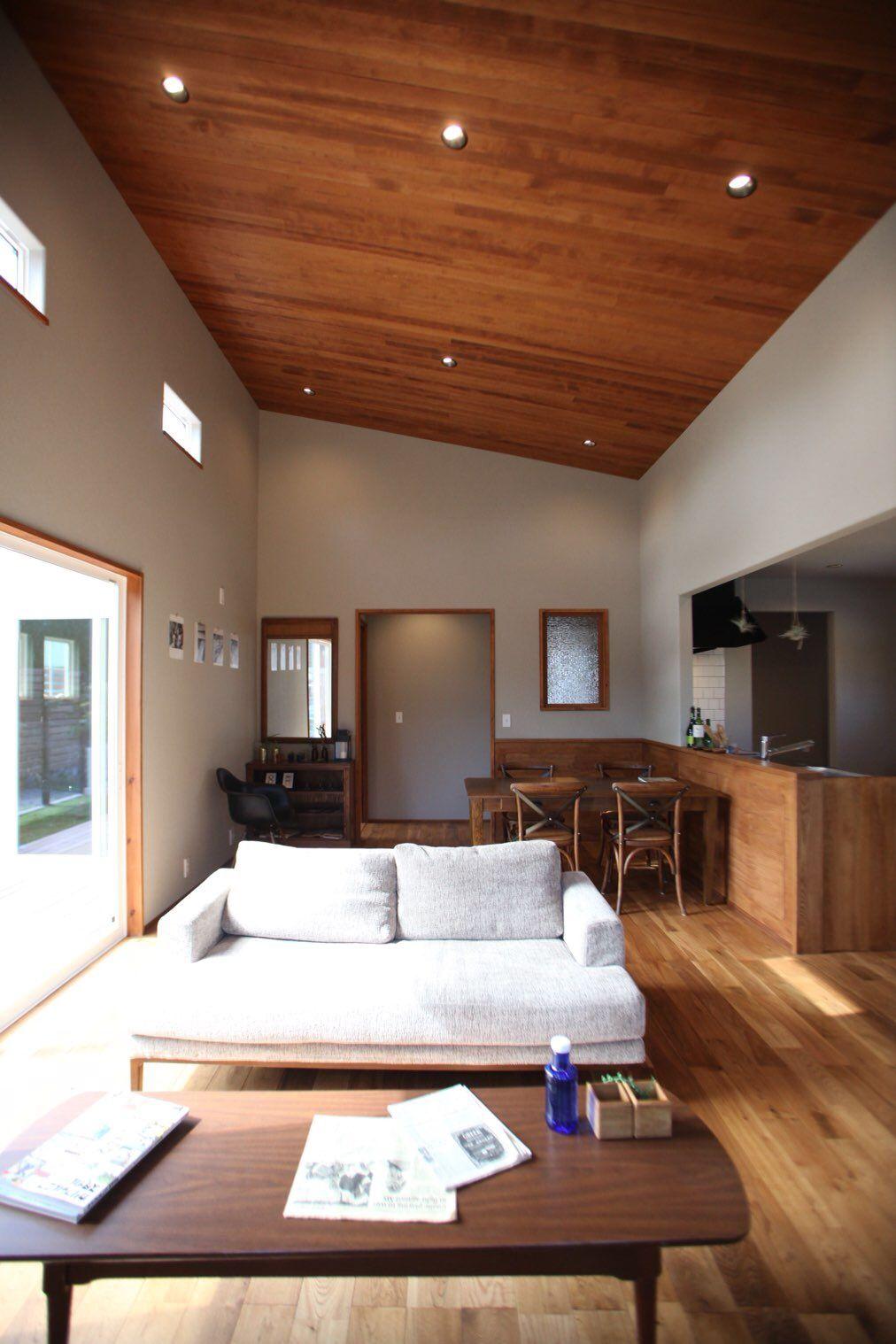 Opthome オプトホーム 平屋 勾配天井 天井板張り 無垢材 オーク材 開放的なリビング リビング フルオープンサッシ リビング 天井 家 家 づくり