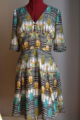 kitchen table sewing sew over it 1940s tea dress in this amazing bug print chiffon. beautiful ideas. Home Design Ideas
