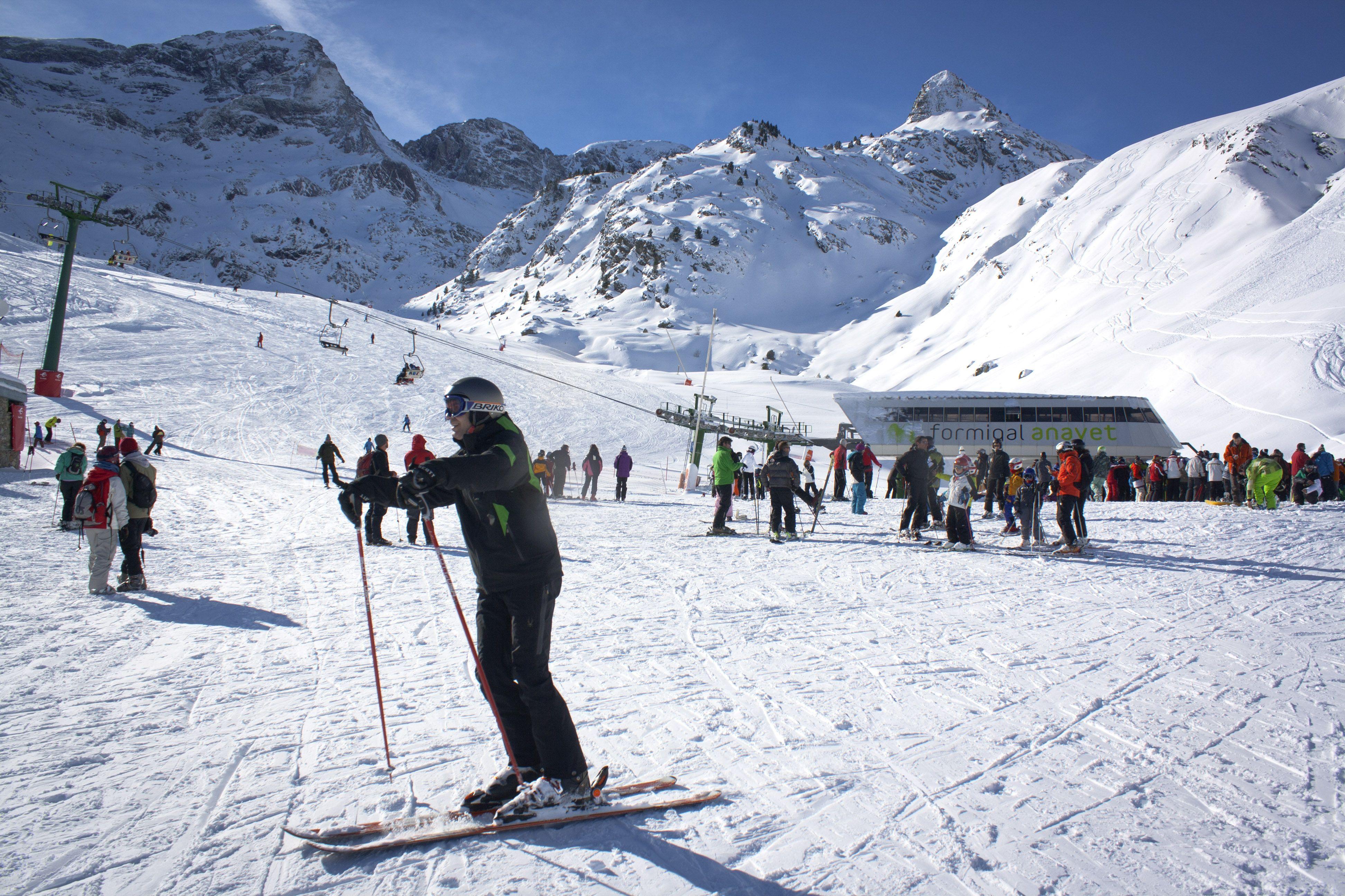 Estación De Esquí Formigal Con Viajart Com Landmarks Natural Landmarks Travel
