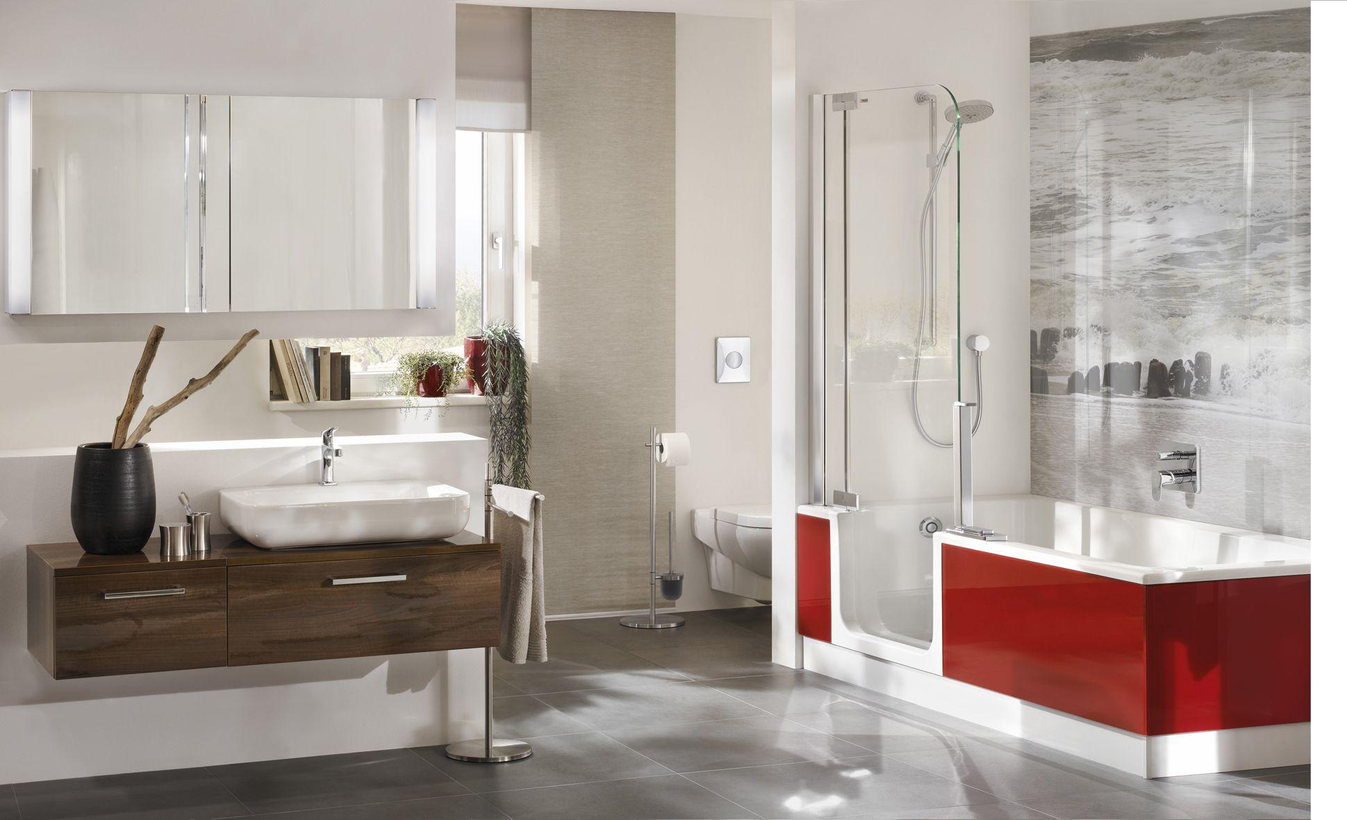 Die edle bordeauxfarbene glassch rze bei der duschbadewanne twinline 2 verbunden mit einer - Edle badezimmer ...