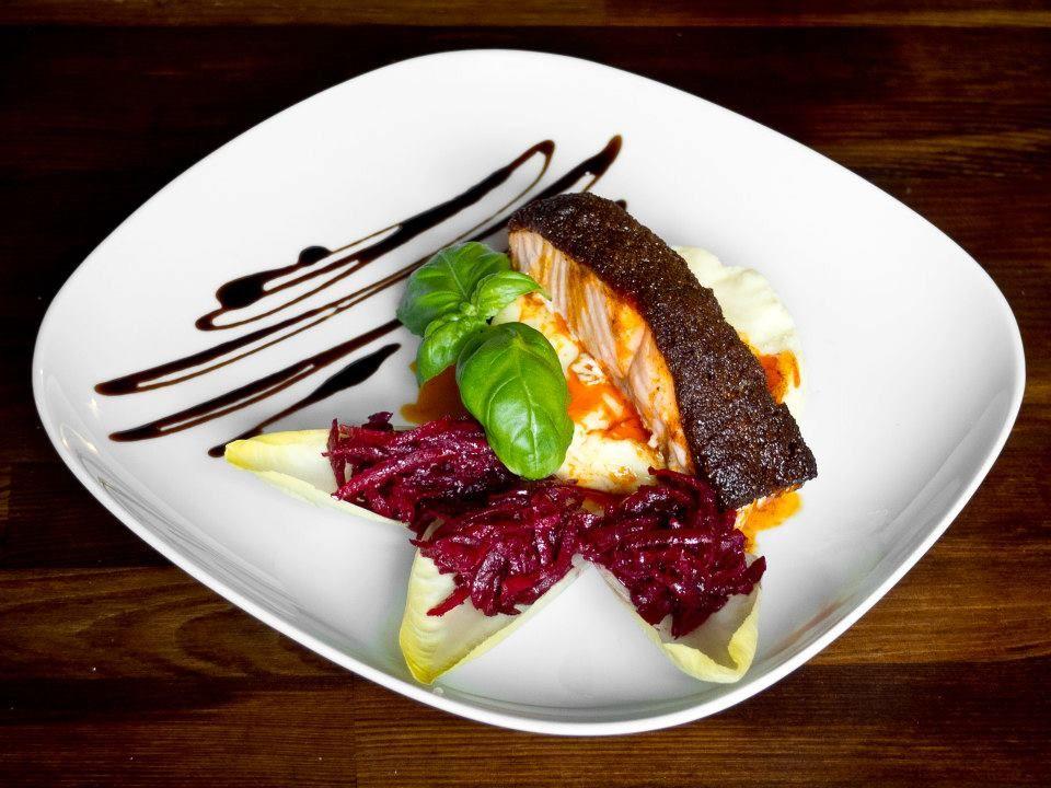 Deseo Tapas Bar Hiszpanska Restauracja Wzorowana Na Andaluzyjskich Barach Tapas Z Nutka Polskosci Deseo Tapas Bar Przygotowal Karmelowy Prz Food Beef Meat