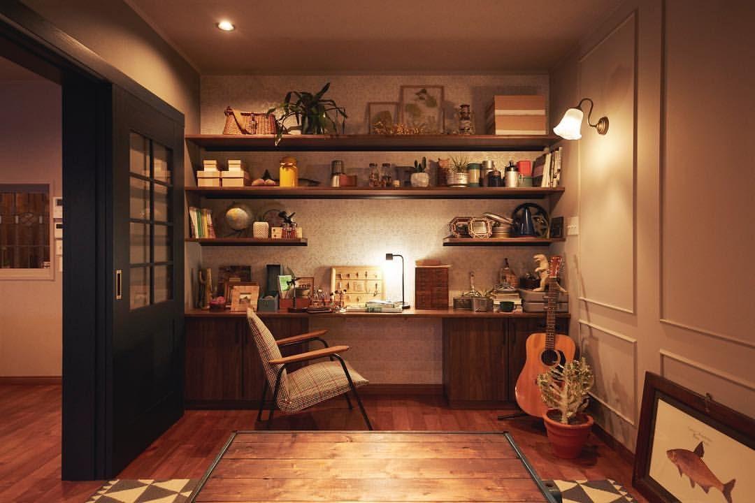部屋にアートや 大好きなギターを 今までは子育てや仕事に夢中