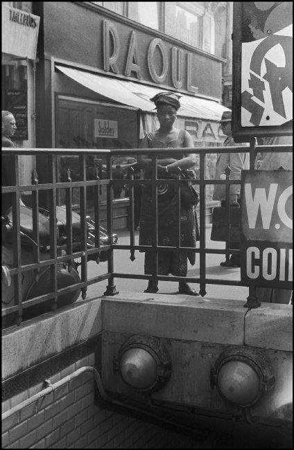 Paris: black woman in the street. 1963.  ©Ferdinando Scianna/Magnum Photos