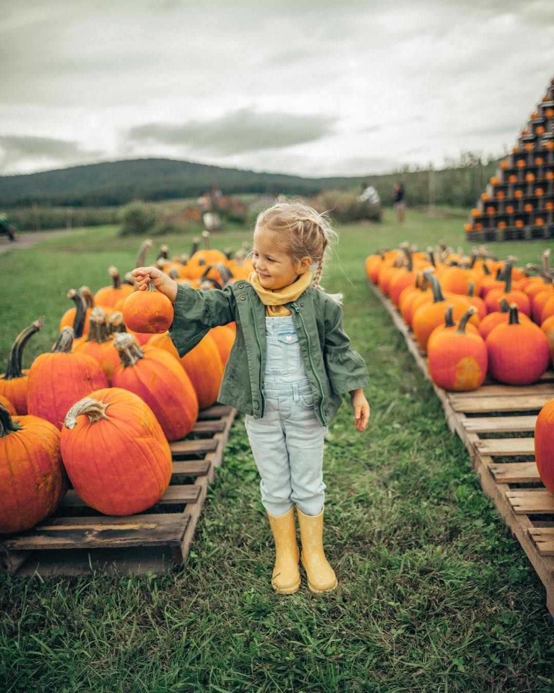 Cute Fall Photo Shoot Pumpkin Patch Pictures Fun Fall Activities For Kids Toddler Outfit Pumpkin Patch Pictures Pumpkin Patch Outfit Kids Toddler Girl Fall