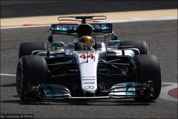 Primo giorno: Hamilton il più veloce nei test del Bahrain. McLaren a picco