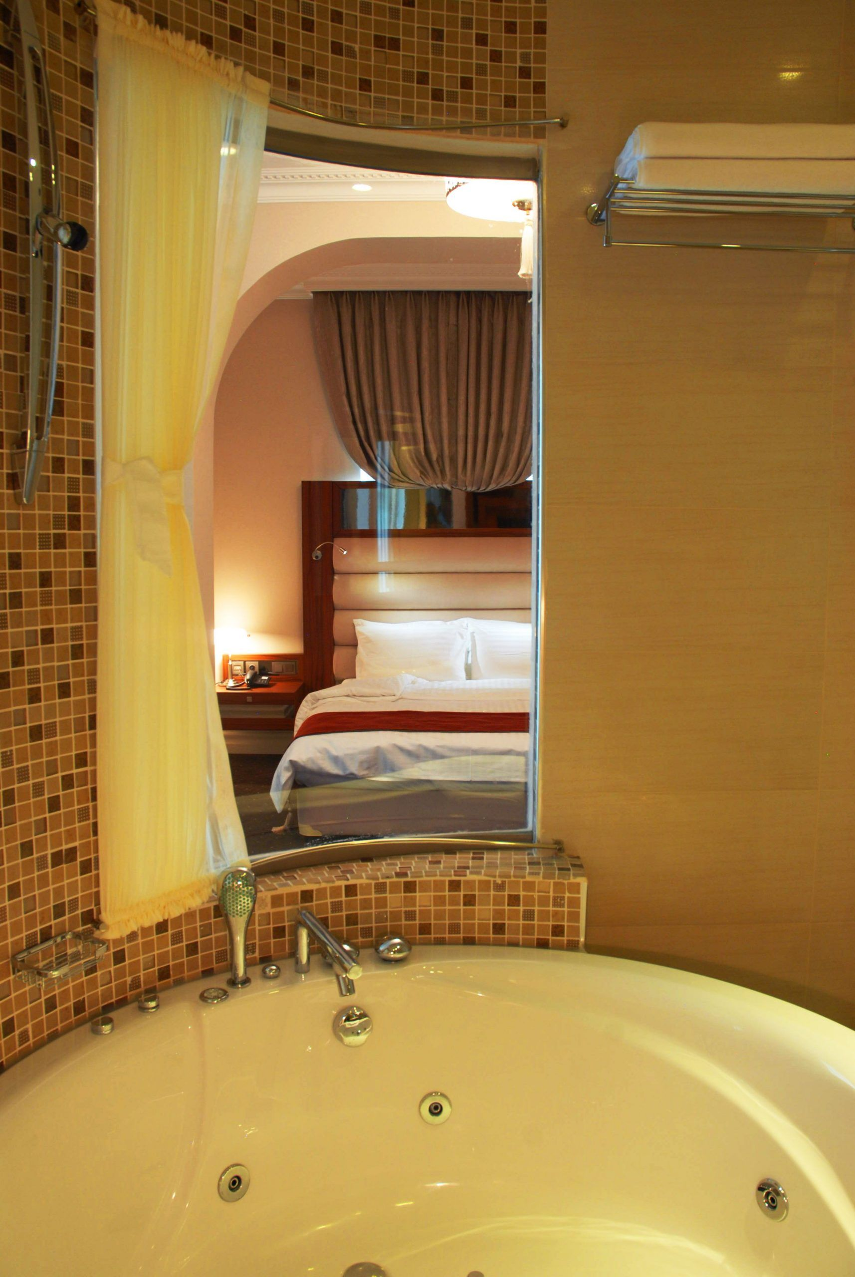 Jacuzzi in Suite Room Gallery in 2020 Jacuzzi, Red rooms