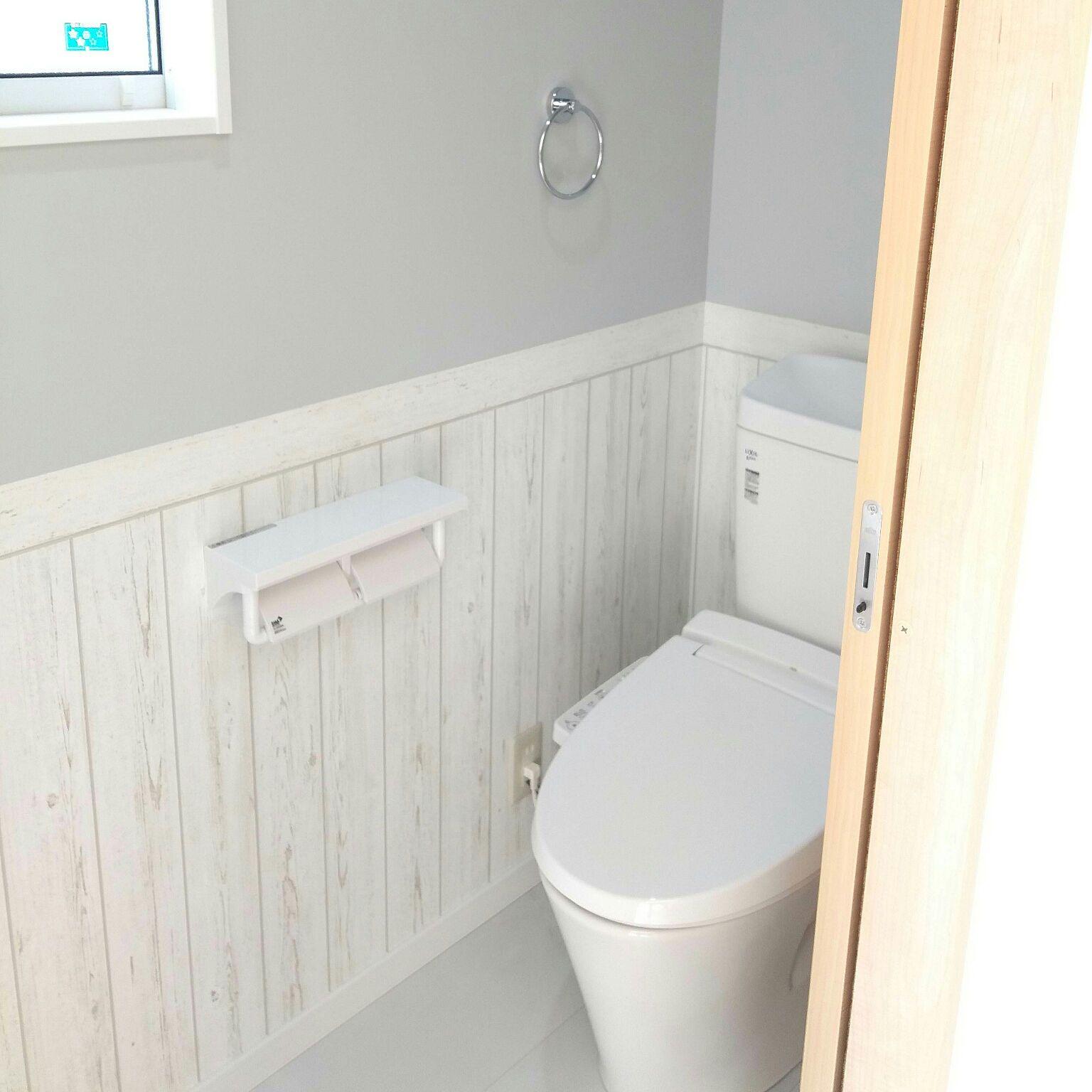 バス トイレ Lixil グレーの壁 木目調壁紙 水色の壁紙 などのインテリア実例 17 12 02 19 03 27 Roomclip ルームクリップ トイレのデザイン トイレ 壁紙 おしゃれ トイレ インテリア