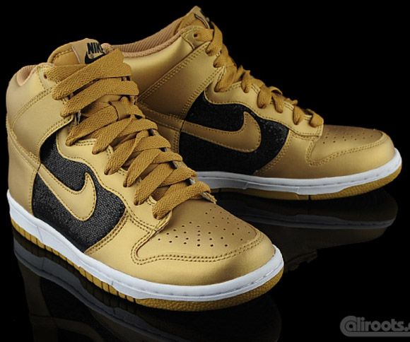 100% authentic 8f97c cf362 nike dunks in gold   Nike WMNS Dunk High Glitter   Gold Looking for these  for my up and coming collection