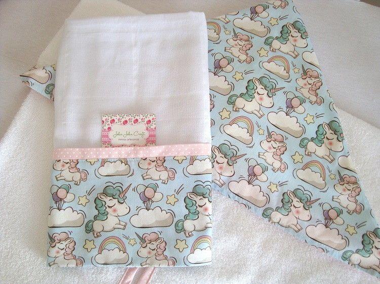 Kit Banho é composto por uma toalha com capuz confeccionada em atoalhado de ótima qualidade e tricoline (100% algodão).  E uma fralda toalha confeccionada em fralda de ótima qualidade com barrado em tricoline (100% algodão).  São peças super delicadas e essenciais para o enxoval do bebê.