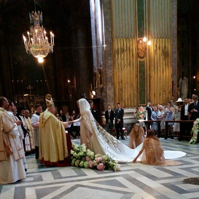 Casamento fashionista | Sabine Getty ❤️ Joseph Getty | Vestido: Schiaparelli Alta Costura #joebine em Rome