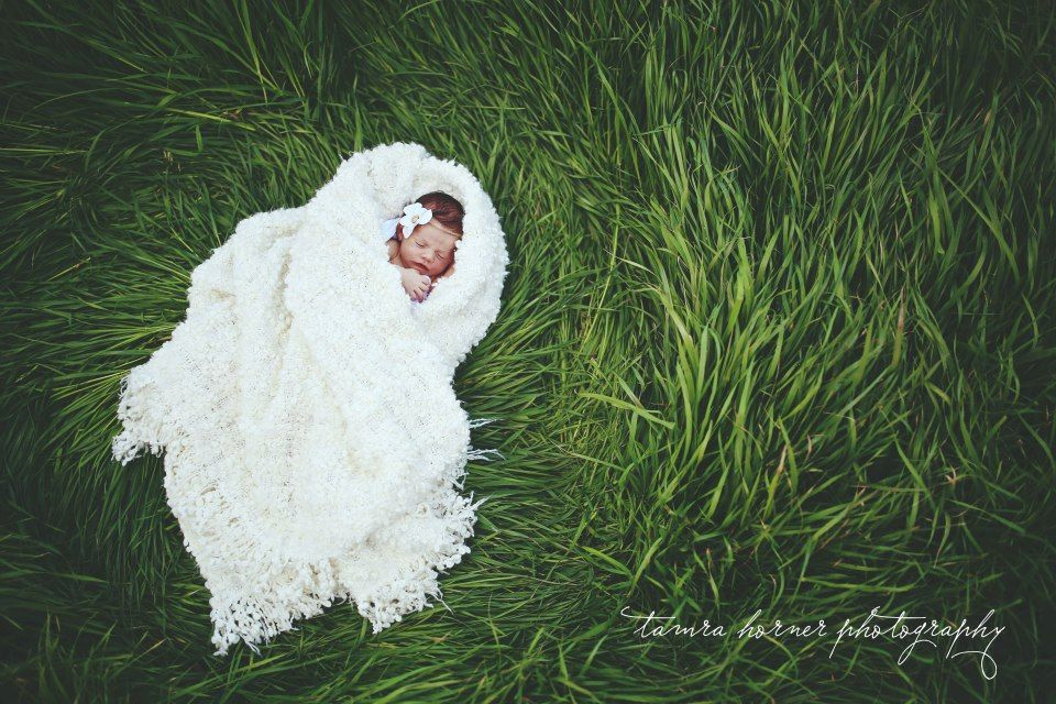 Outdoor newborn photography tamra horner photography