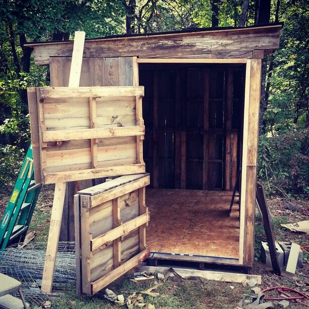Our 2nd Chicken Coop In The Making! Pallet Chicken Coop