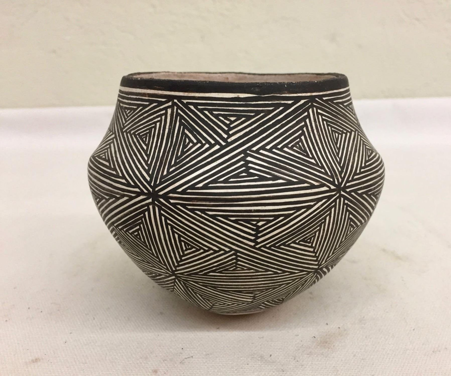 Native American Vintage Acoma Pottery Bowl By Lucy Lewis Etsy Pueblo Pottery American Indian Pottery Pottery